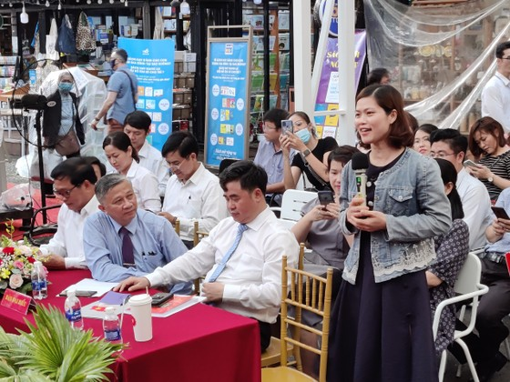 Tọa đàm giới thiệu sách Những điểm mới trong các văn kiện Đại hội XIII của Đảng ảnh 3