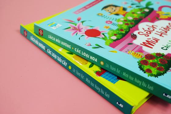 Những cuốn sách tương tác thay quà Trung thu cho trẻ ảnh 1