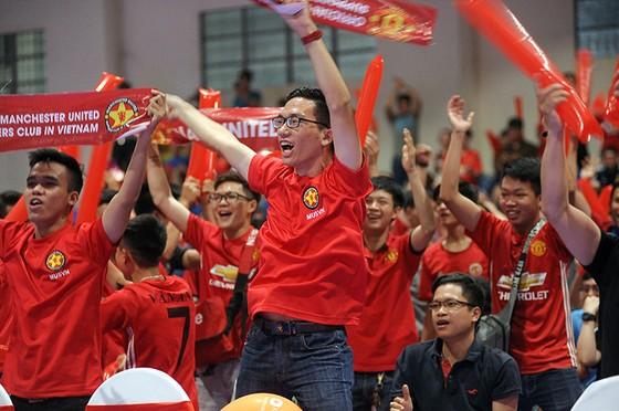 """Trận MU – Liverpool 2-1: Fan MU tại HCM nhảy múa ăn mừng chiến thắng """"Quỷ đỏ"""" ảnh 3"""