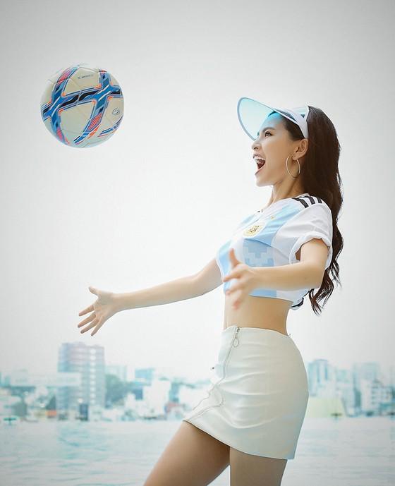 """Người đẹp World Cup: Phi Huyền Trang dự đoán  """"Messi sẽ toả sáng và đội bóng Argentina sẽ vô địch"""". ảnh 3"""