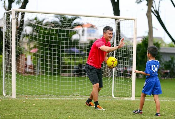 Công Vinh ra mắt học viện bóng đá cộng đồng CV9  ảnh 1