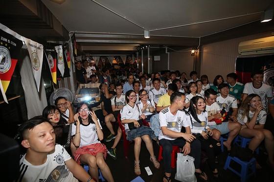 """CĐV tuyển Đức tại TPHCM """"sốc"""" khi đội nhà bị loại khỏi World Cup ảnh 1"""
