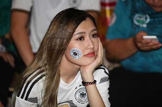 """CĐV Đức tại TPHCM """"sốc"""" khi đội nhà thua 2-0 trước Hàn Quốc"""