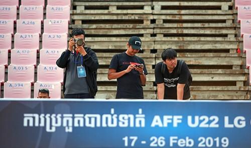 Phóng viên Indonesia do thám tuyển U22 Việt Nam tập trước trận bán kết ảnh 5