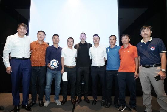 Giám đốc Bóng đá PVF Ryan Giggs tới Nghệ An, Hà Tĩnh giúp phát triển bóng đá ảnh 1
