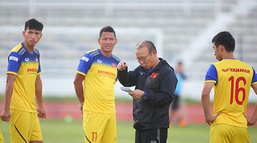 Các tuyển thủ Việt Nam thả lỏng chờ trận chung kết với Cuaracao ảnh 3