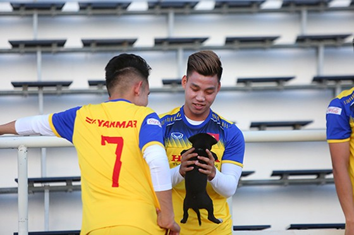 Các tuyển thủ Việt Nam thả lỏng chờ trận chung kết với Cuaracao ảnh 4