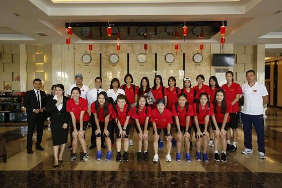 Đội tuyển nữ Việt Nam thoải mái tinh thần trước VTV Cup 2019 ảnh 5