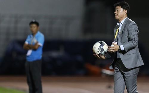 Thua Khánh Hoà chủ nhà TPHCM mất ngôi đầu  ảnh 6