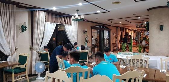 Tránh kẹt xe - U22 Việt Nam quyết định ở lại Binan  ảnh 2