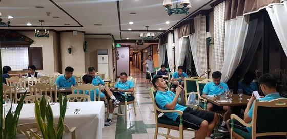 Tránh kẹt xe - U22 Việt Nam quyết định ở lại Binan  ảnh 4