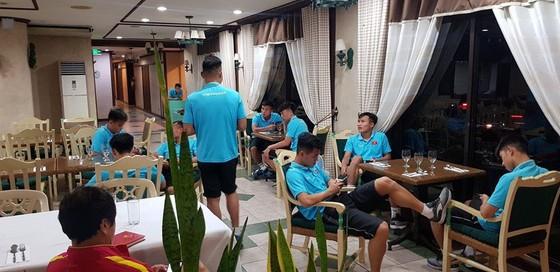 Tránh kẹt xe - U22 Việt Nam quyết định ở lại Binan  ảnh 1