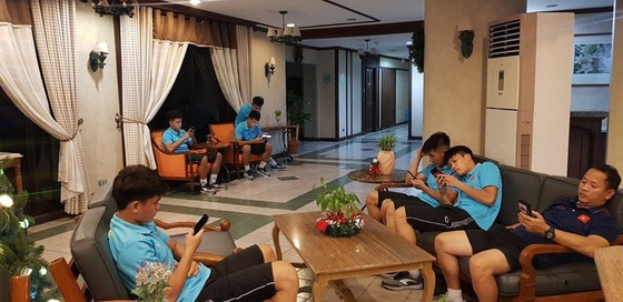 U 22 tá túc tại khác sạn Binan cách Manila 35 km . Ảnh: Nhật Anh
