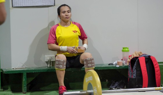 Chờ nữ lực sĩ Vương Thị Huyền đoạt HCV đầu tiên cho Việt Nam ảnh 3