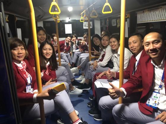 Chân dài bóng chuyền Việt Nam diện vest dự khai mạc SEA Games 30 ảnh 6