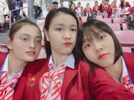 Chân dài bóng chuyền Việt Nam diện vest dự khai mạc SEA Games 30 ảnh 3