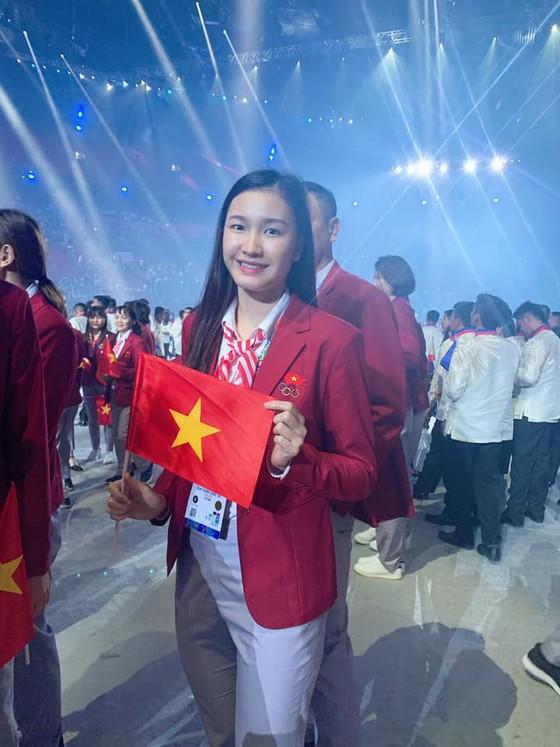 Chân dài bóng chuyền Việt Nam diện vest dự khai mạc SEA Games 30 ảnh 2