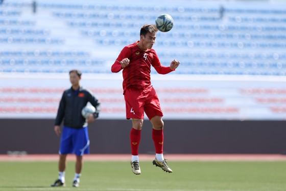 Thủ thành Bùi Tiến Dũng miệt mài luyện công chờ quyết đấu U22 Thái Lan ảnh 4
