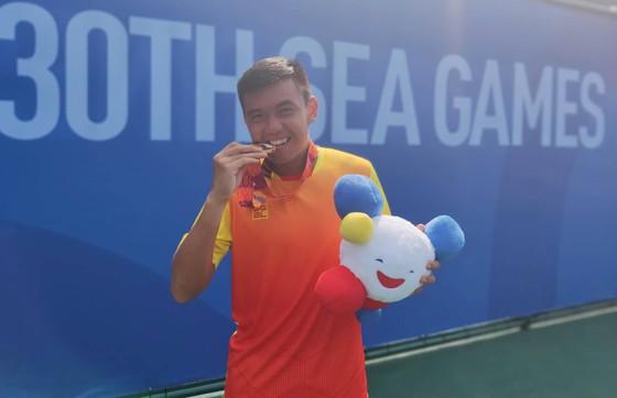 Một số hình ảnh Lý Hoàng Nam và  chiếc HCV lịch sử cho quần vợt Việt Nam tại SEA Games 30 ảnh 6