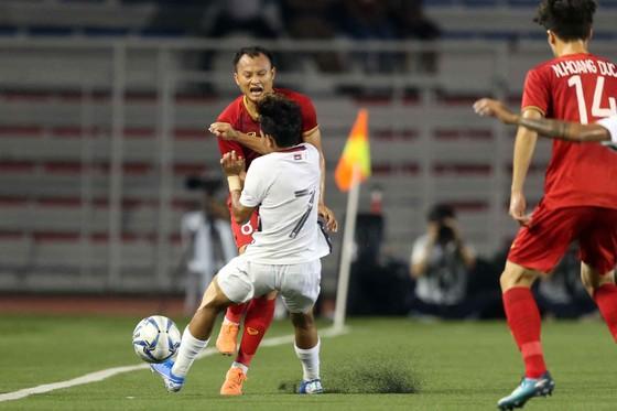 Nhận thẻ vàng, HLV Park Hang Seo vẫn muốn ăn thua với trọng tài ảnh 1