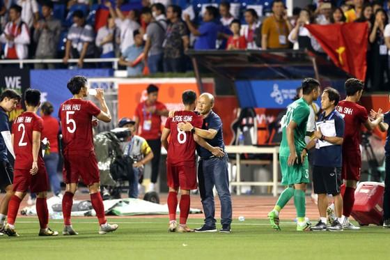 Nhận thẻ vàng, HLV Park Hang Seo vẫn muốn ăn thua với trọng tài ảnh 8