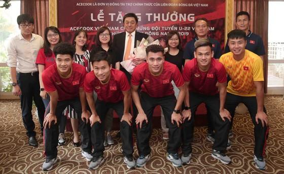 Acecook Việt Nam thưởng 500 triệu đồng cho đội tuyển bóng đá nam Việt Nam ảnh 1