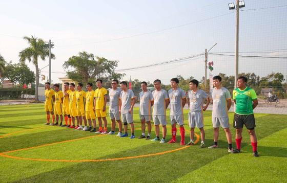 Khánh thành sân cỏ nhân tạo tại Huyện Mộc Hoá - Long An. Ảnh: Dũng Phương
