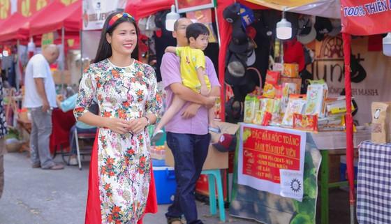 Người đẹp điền kinh Lê Thị Mộng Tuyền thướt tha trong tà áo dài truyền thống du xuân ảnh 5