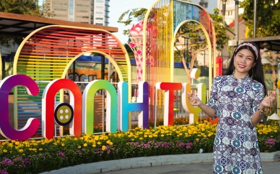 Người đẹp điền kinh Lê Thị Mộng Tuyền thướt tha trong tà áo dài truyền thống du xuân ảnh 3
