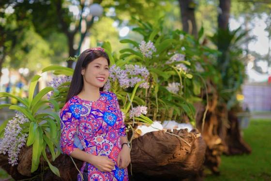 Người đẹp điền kinh Lê Thị Mộng Tuyền thướt tha trong tà áo dài truyền thống du xuân ảnh 14