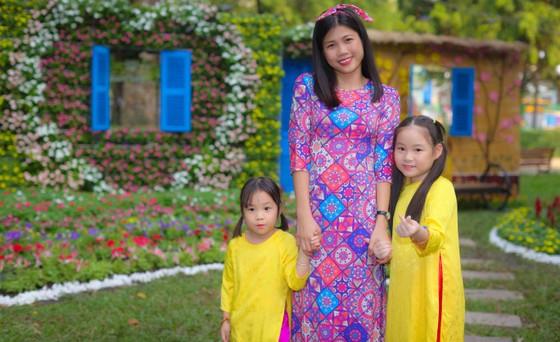 Người đẹp điền kinh Lê Thị Mộng Tuyền thướt tha trong tà áo dài truyền thống du xuân ảnh 6