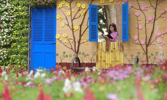 Người đẹp điền kinh Lê Thị Mộng Tuyền thướt tha trong tà áo dài truyền thống du xuân ảnh 8