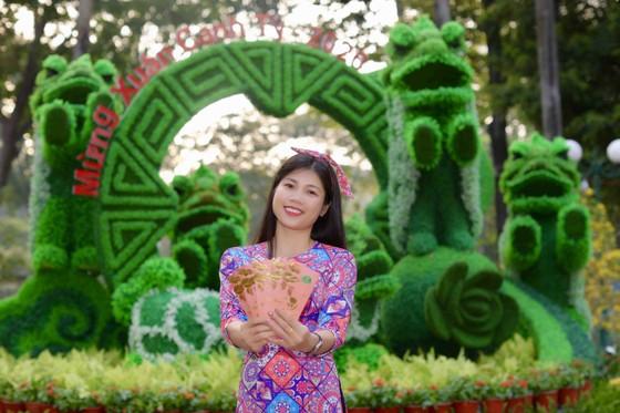 Người đẹp điền kinh Lê Thị Mộng Tuyền thướt tha trong tà áo dài truyền thống du xuân ảnh 11
