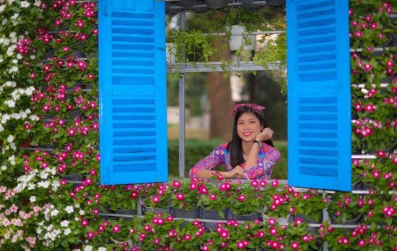 Người đẹp điền kinh Lê Thị Mộng Tuyền thướt tha trong tà áo dài truyền thống du xuân ảnh 16