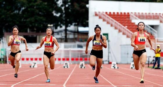 Lê Tú Chinh không có đối thủ ở nội dung 60 m nữ. Ảnh: Dũnng Phương