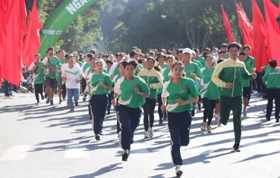 Hơn 30.000 người tham gia Ngày chạy Olympic vì sức khỏe toàn dân ảnh 6