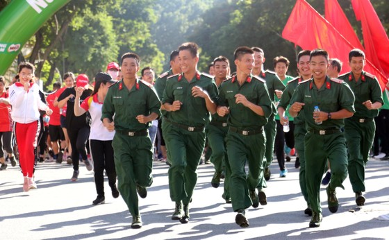 Hơn 30.000 người tham gia Ngày chạy Olympic vì sức khỏe toàn dân ảnh 3