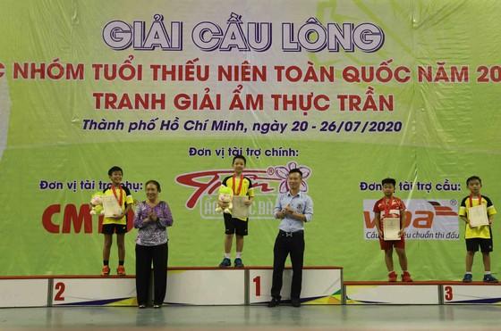 Ban tổ chức trao giải cho lứa tuổi U11. Ảnh: Dũng Phương