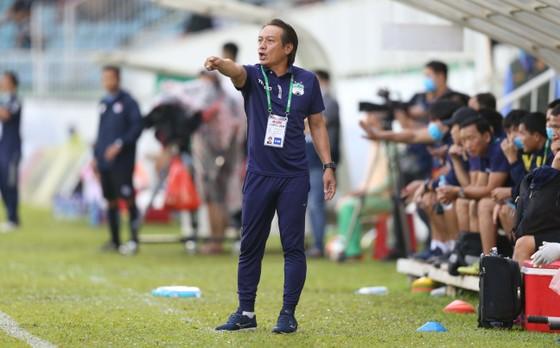 Tân HLV Nguyễn Văn Đàn trong ngày đầu ra mắt thành công với chiến thắng đậm TPHCM với tỷ số 5-2. Ảnh: DŨNG PHƯƠNG