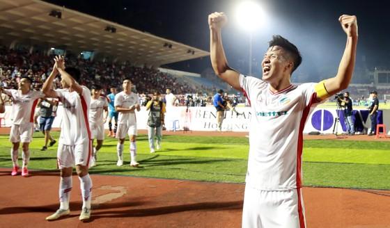 Những khoảnh khắc đẹp của đội bóng Viettel khi nâng cúp vô địch mùa bóng 2020 ảnh 7