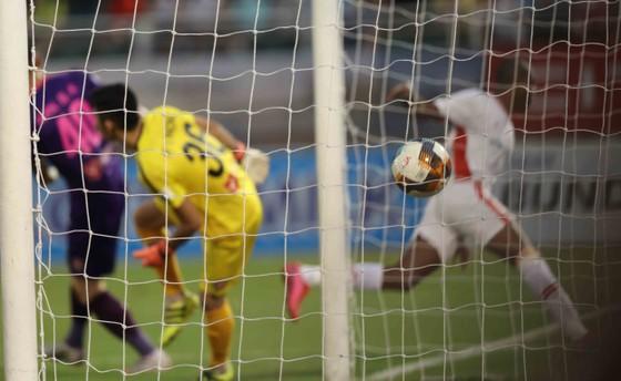 Những khoảnh khắc đẹp của đội bóng Viettel khi nâng cúp vô địch mùa bóng 2020 ảnh 2