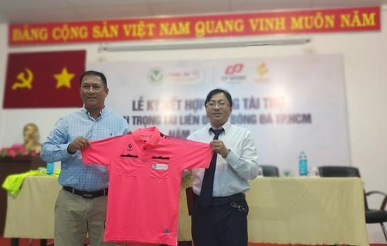 Trọng tài TPHCM được tài trợ trang phục trong 2 năm ảnh 2