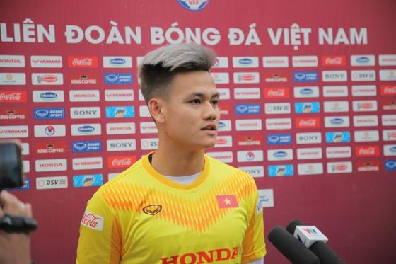 Hồ Tấn Tài trả lời phỏng vấn. Ảnh: Anh Trần