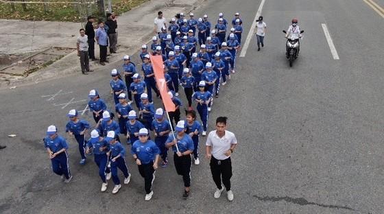 Giải việt dã Chào năm mới Tỉnh Bình Dương: Gần 8.000 người tham dự đường chạy chào mừng năm mới 2021 ảnh 2
