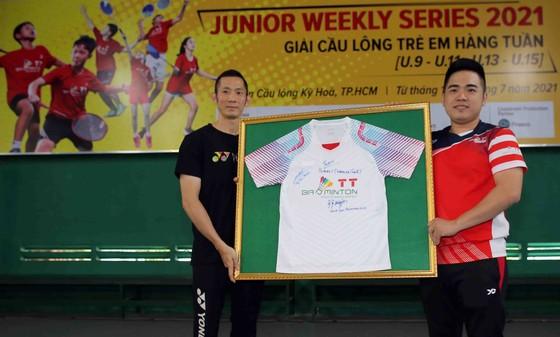 Giải cầu lông Junior Weekly Series 2021: Nguyễn Tiến Minh cùng các tuyển thủ quốc gia giao lưu với tay vợt nhí ảnh 2
