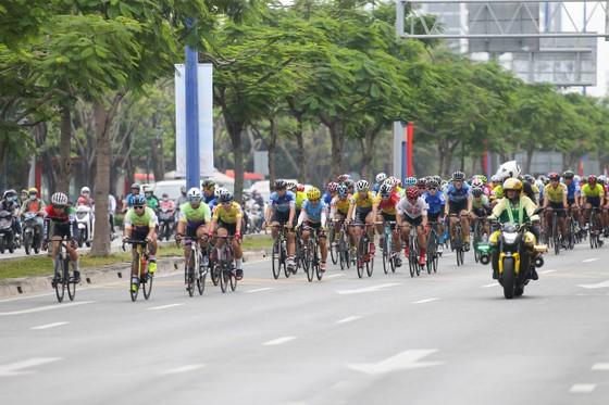 Giải đua xe đạp phong trào TPHCM mừng xuân Tân Sửu 2021: 250 VĐV tham dự ảnh 2
