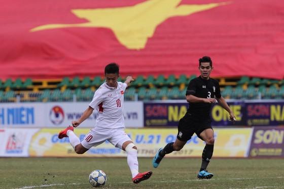 Đội U19 Việt Nam đánh rơi chiến thắng vào giờ chót trước Thái Lan. Ảnh: DŨNG PHƯƠNG