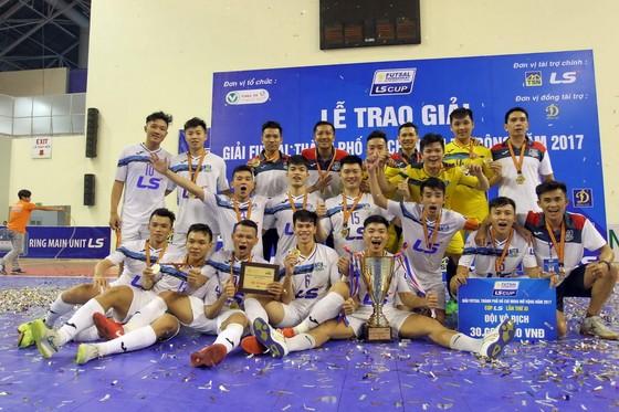 Đội Thái Sơn Nam đã hoàn tất cú ăn 3 ở mùa bóng 2017. Ảnh: ANH TRẨN
