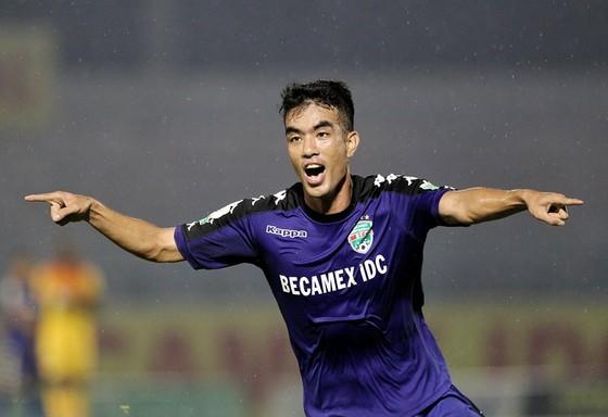 Tiến Linh tỏa sáng với bàn thắng quyết định cho đội B.Bình Dương. Ảnh: ĐỨC DUY