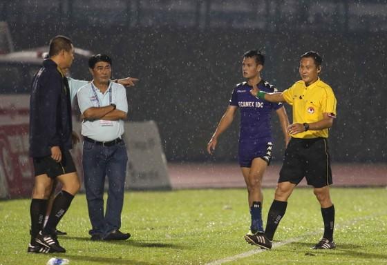 Trọng tài Trần Văn Lập – Làm nóng chiều mưa trên sân Bình Dương ảnh 4